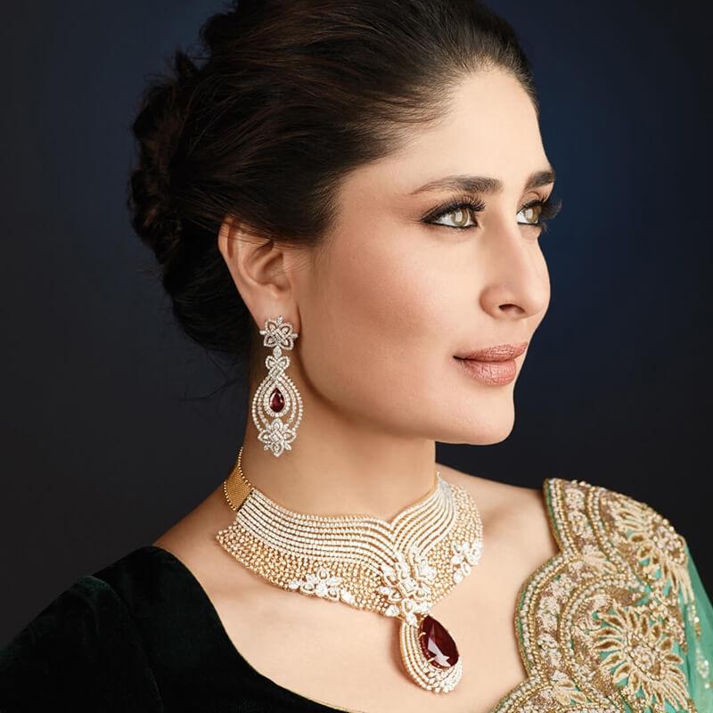 Kareena in gold necklace set design