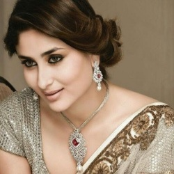 Kareena Kapoor khan in diamond pendant