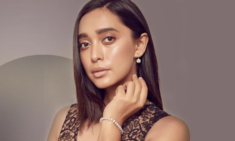 Celebrities in diamond bracelet designs